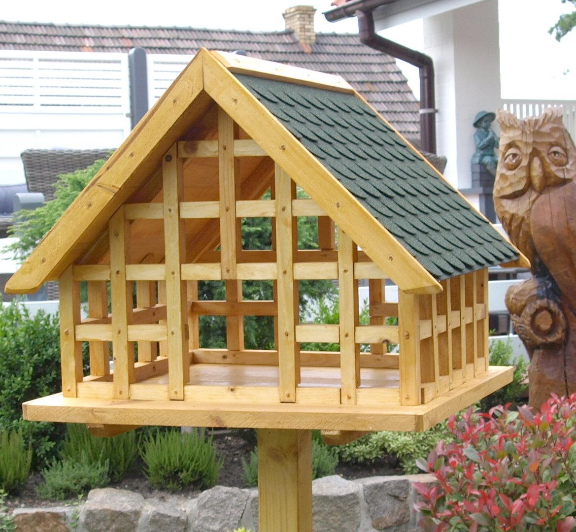 Xxl fachwerk vogelhaus mit gr nen bitumenschindeln karl for Was ist ein fachwerk