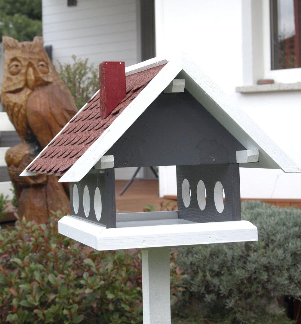 vogellhaus futterhaus aus der landhaus serie in steingrau wei mit rotem schindeldach karl. Black Bedroom Furniture Sets. Home Design Ideas